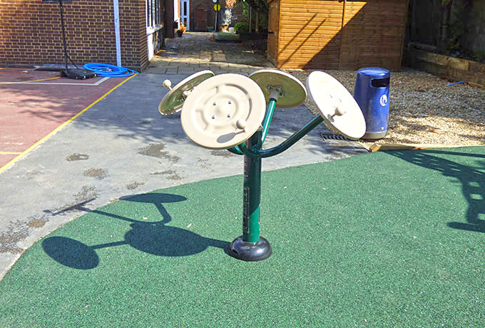 Wimbledon school outdoor gym - T'ai Chi Spinner